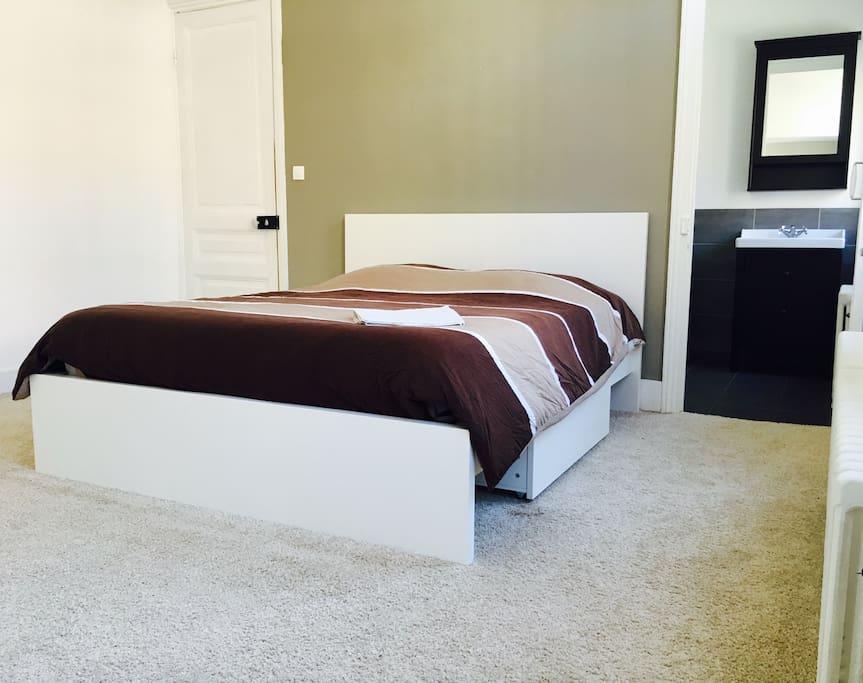 jolie chambre dans maison en coloc maisons louer dunkerque nord pas de calais picardie. Black Bedroom Furniture Sets. Home Design Ideas