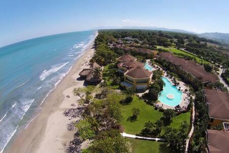 Casa de Playa en el Complejo Palma Real La Ceiba