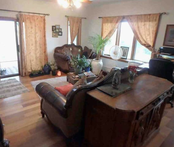 Hip House - Living Room - Common - Social