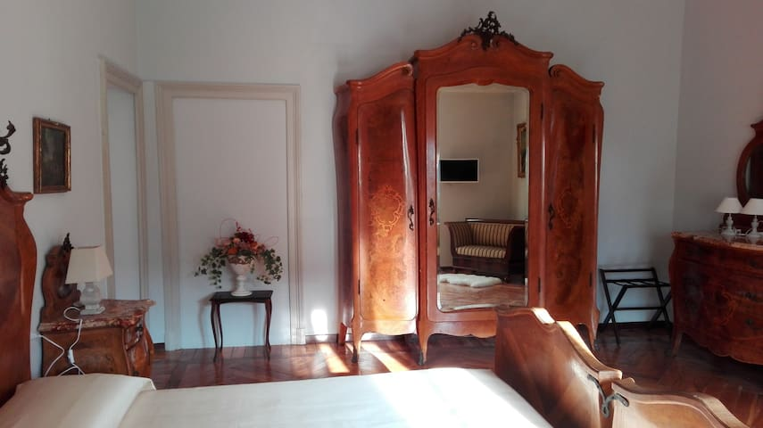Suite Chippendale - Ghirla - Bed & Breakfast