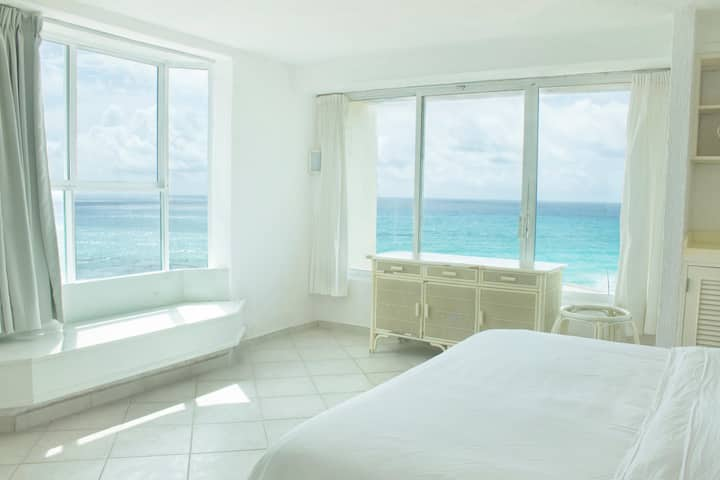 Incredible One Bedroom Ocean Front Condo