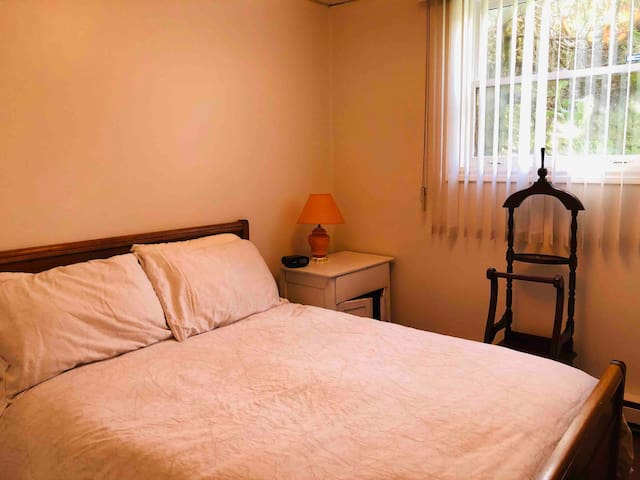 Comfortable-clean 2 private bedrooms non smoking