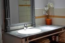Salle de bain au 1er étage