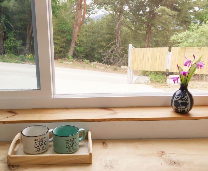 시원한바람을 맞으며  커피한잔 어떠세요