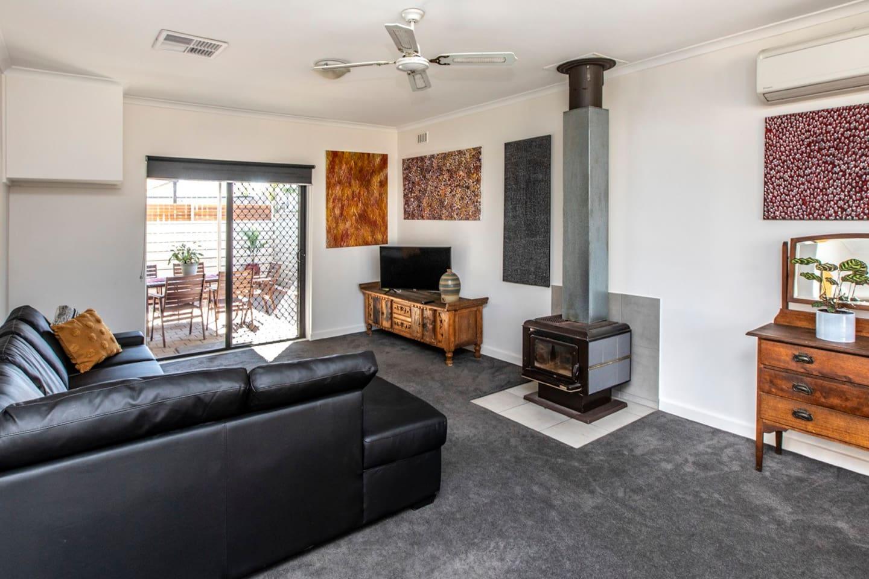 Large living area, tv, air-con, wifi, bose speaker, beautiful art .