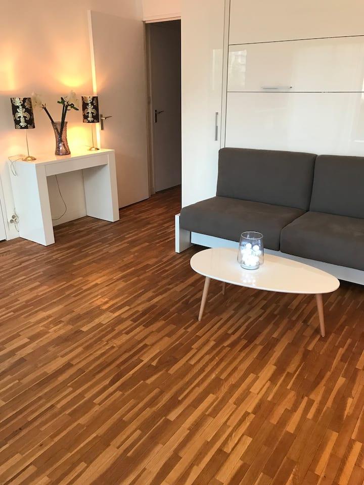 Studio moderne à 8 mn de Paris st lazare