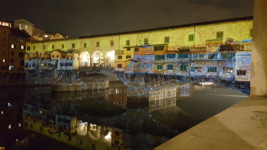 Three minutes walk:Ponte Vecchio with special lights