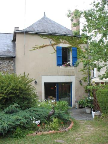 La maison bleue face à la LOIRE - Montjean-sur-Loire
