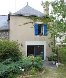 La maison bleue face à la LOIRE - Montjean-sur-Loire - Rumah