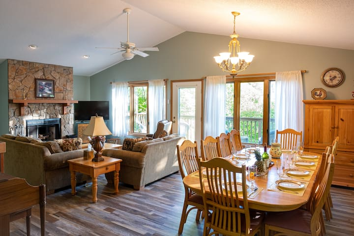 Comfortable 6BR Home in the Heart of Beech Mt.