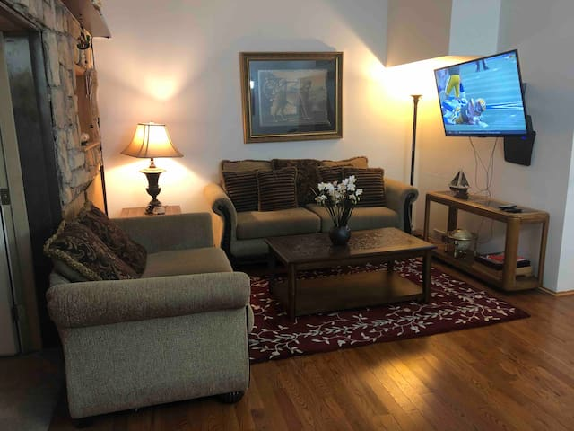 2 bedroom in West Allis mins. from all attraction