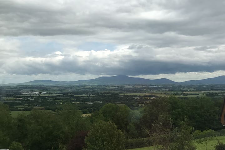 Panoramic views & country living near Kilkenny