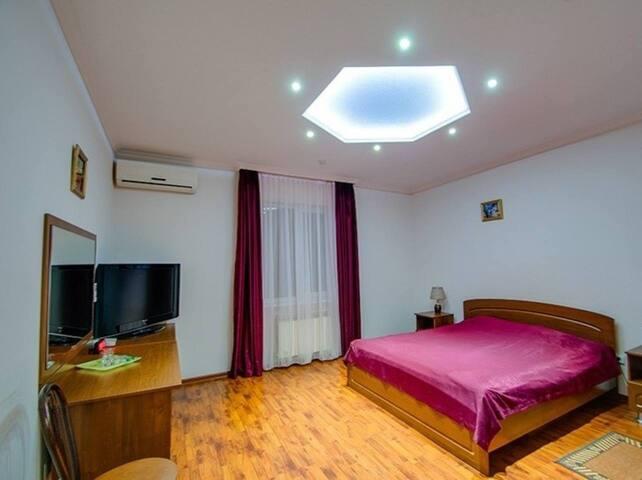 Номер люкс в мини отеле на Кавказской