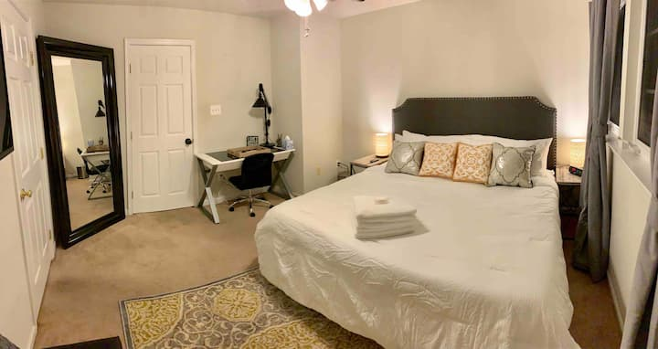 Master, en suite bath, king bed, awesome location!