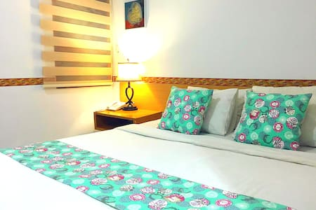 1 QUEEN BED WITH AC @PASTEUR (B) - Sukajadi