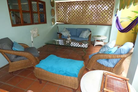 Local Colour Guesthouse: Private Queen Room - House