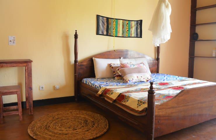 KU Guesthouse - Room 1 King - Huye Butare