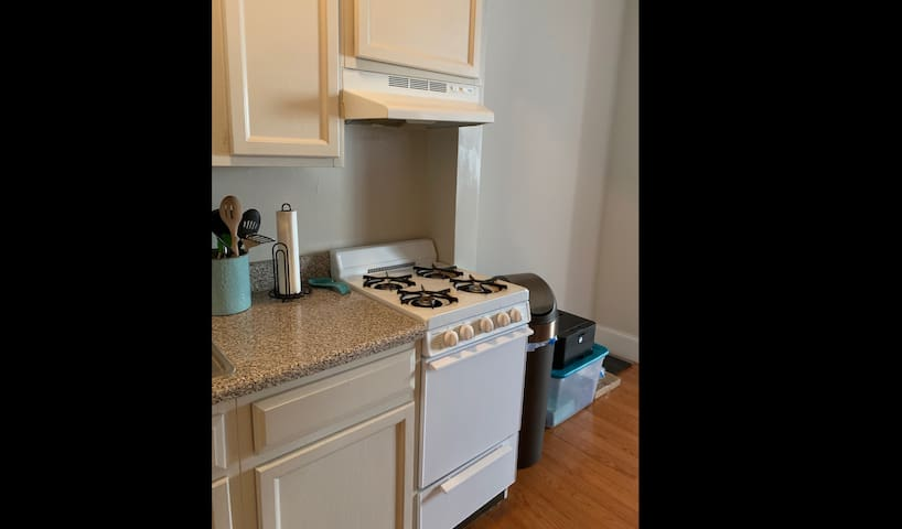 2BR in Clean and Cozy Apartment at 40 & Spruce