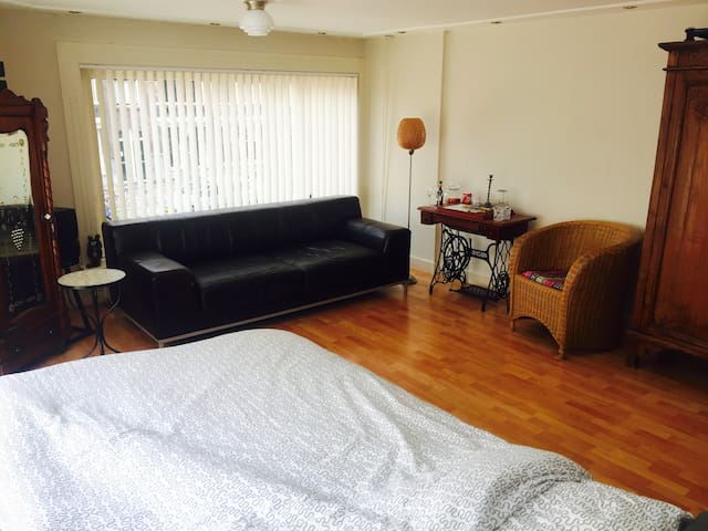 Spacious room in the centre of Rotterdam - Rotterdam - Bed & Breakfast