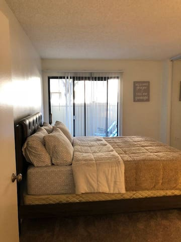 Beautiful Private Bedroom & Bath minutes to Disney