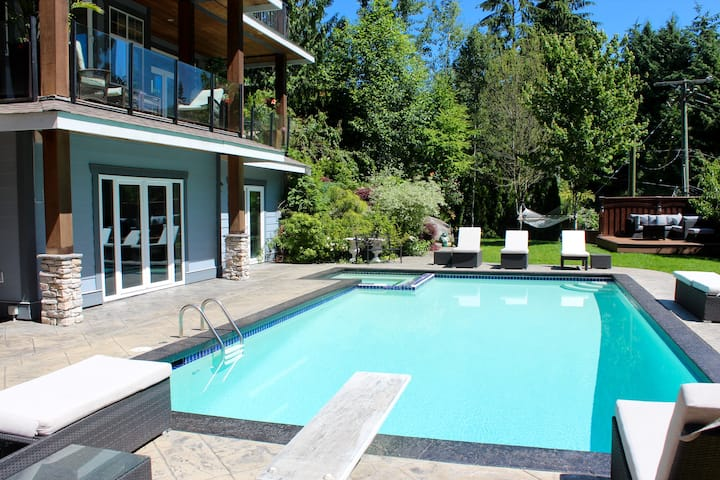 West Vancouver Stay Close to Downtown with Pool!!