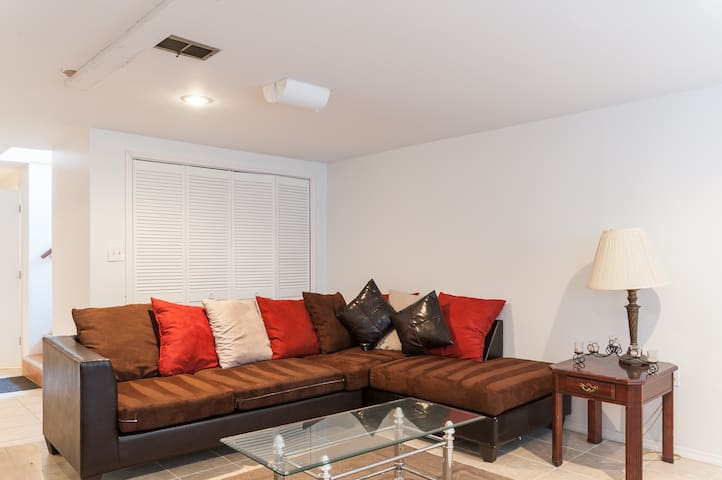1 bed Apt, in the lower level. - St. Louis