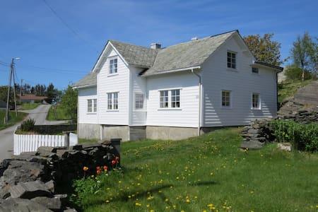 Storegarden - Glesvær - Rumah