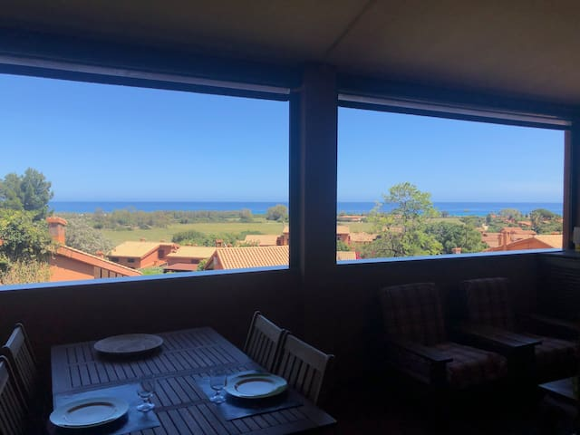 Lovely  panoramic flat to the beach with wifi free
