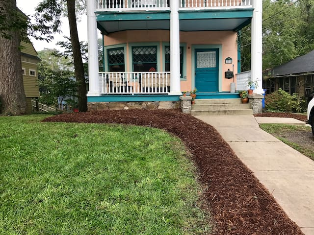 Lovely Montford studio, walkable to downtown AVL!