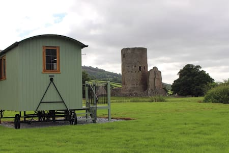 Luxury Shepherd's Hut B&B. - Tretower