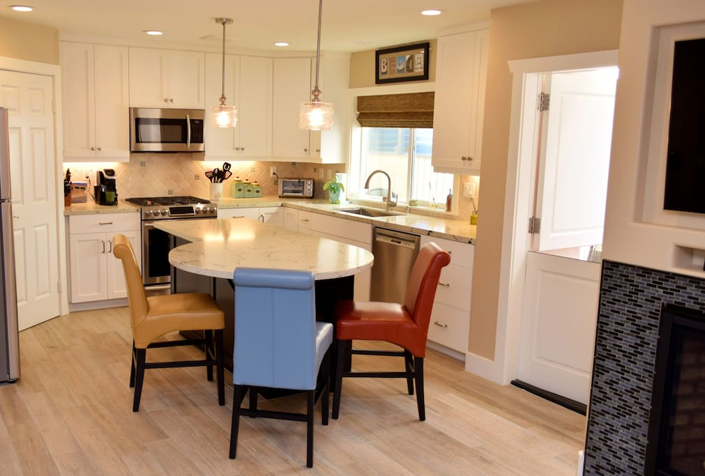 Seating for 4 around kitchen island..the 4th chair is in the bedroom