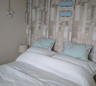 Double Room with Sea View TV Wifi  & Packed Lunch - Newbiggin-by-the-Sea