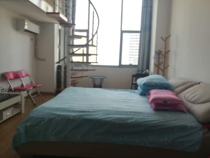 烟台莱山宝龙广场清新小住复式公寓/邻烟大海水浴场/邻烟台高铁南站/可做饭