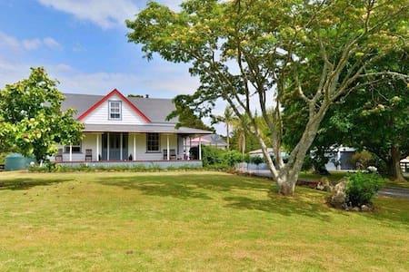 Puketotara Farm Stay backpackers - Glenbervie - Bed & Breakfast