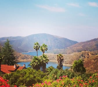 Villa 4br/4ba with Lake View - Escondido