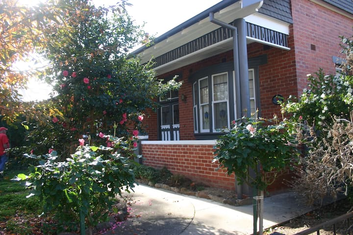 Situated in a quiet tree lined st in Central Albury