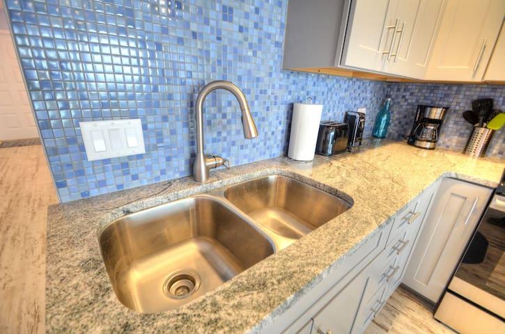 Granite counters and custom backsplash!