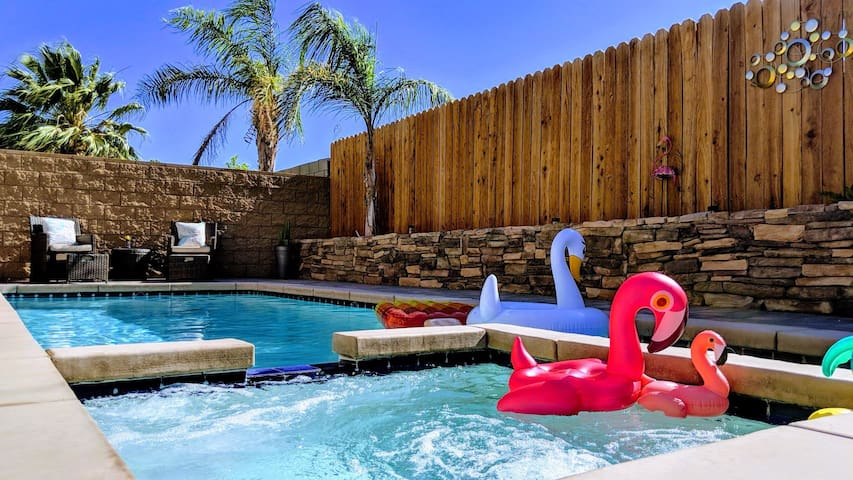 Relaxing private pool & spa house near dowtown