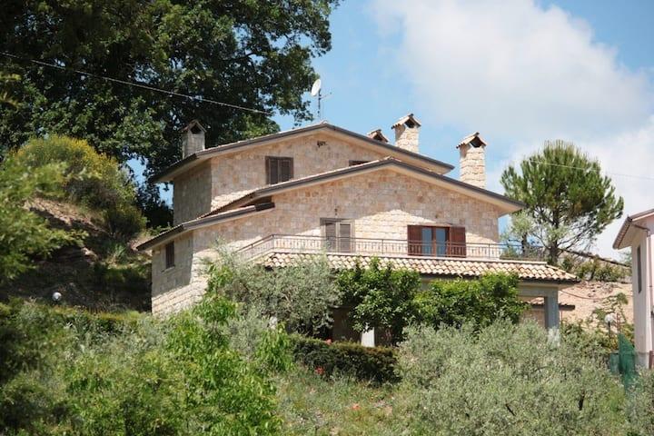 Conventovecchio-borgo rurale con case indipendenti