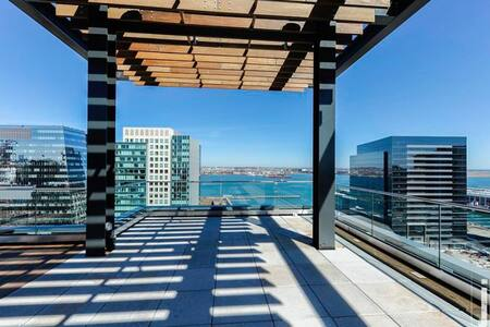 Modern Two Bedroom with Boston Skyline View - Boston