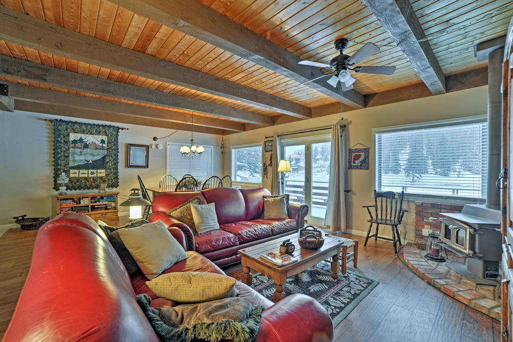 This charming living area is perfect for 4 guests.