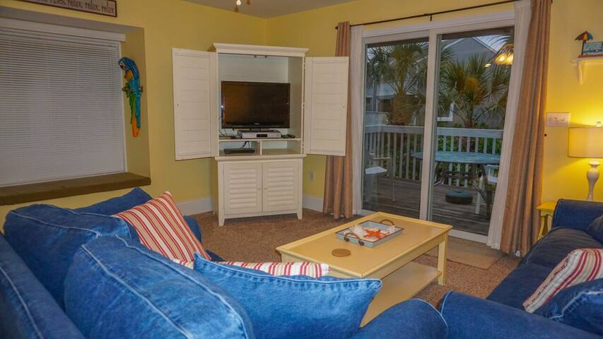 Comfortable living area w/flat screen cable TV, DVD player, and window seat.