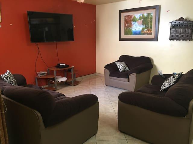 Perfecta Casa para una Estadía Confortable. - Distrito de Víctor Larco Herrera - Rumah