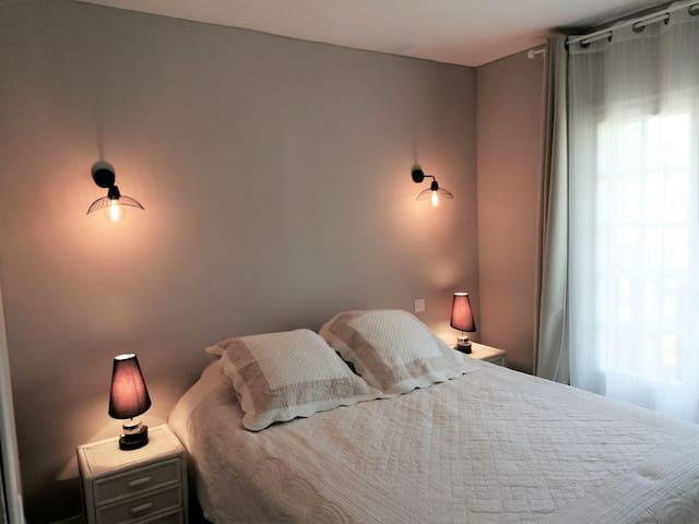 Chambre 1 lit queen size : 160x200