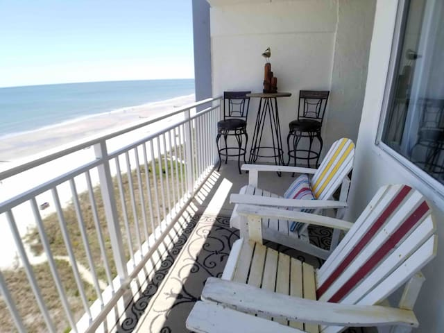 2 Bedroom 2 Bath ••DISCOUNTED••Ocean Front Condo!