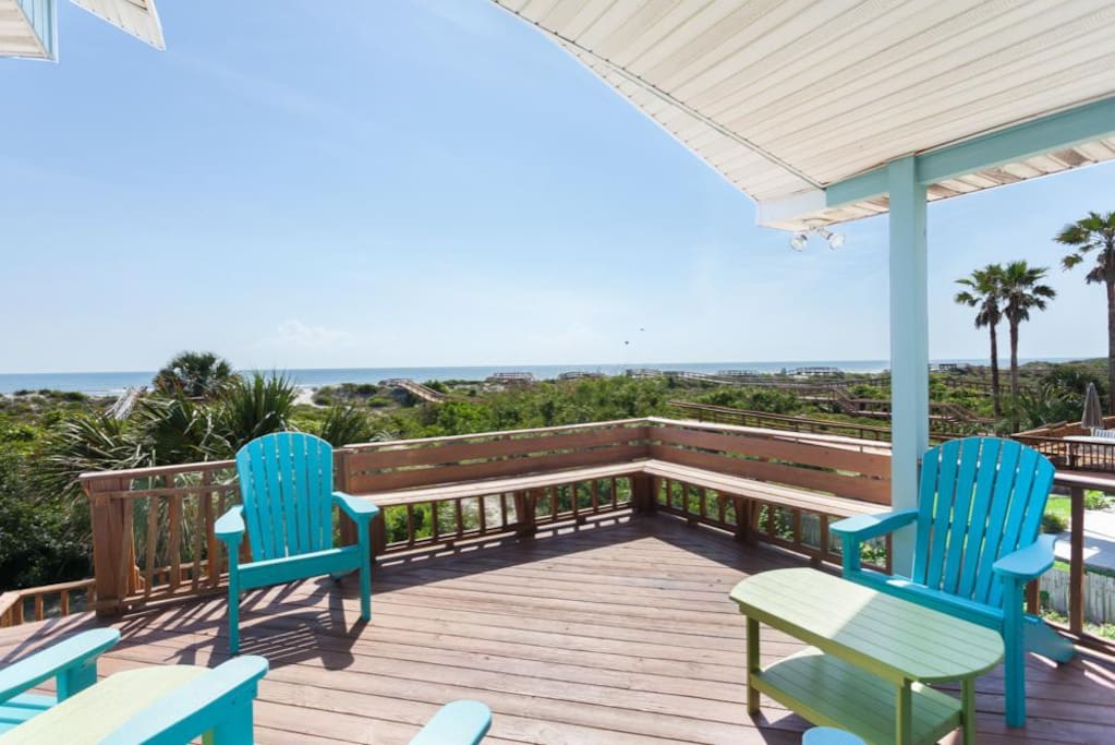 The 2nd floor waraparound deck with sweeping ocean views - Magnificent views are yours any time of day or night on this oceanfron