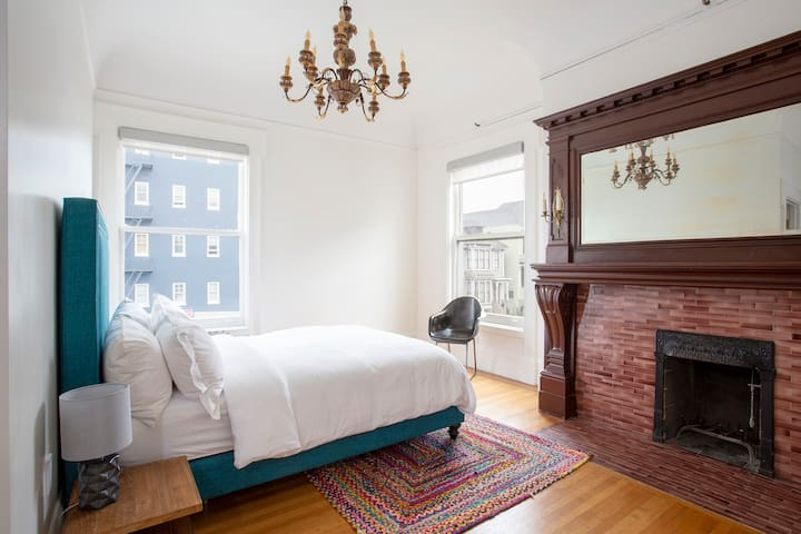 Archbishop's Mansion | Sunny Guest Room | 1 Bed