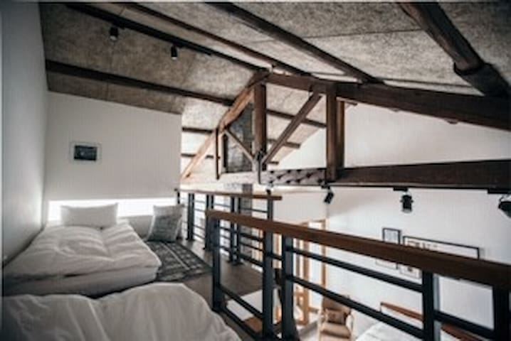 傳家Boutique loft in historic home❤️  LOFT挑高精緻/4-6位。