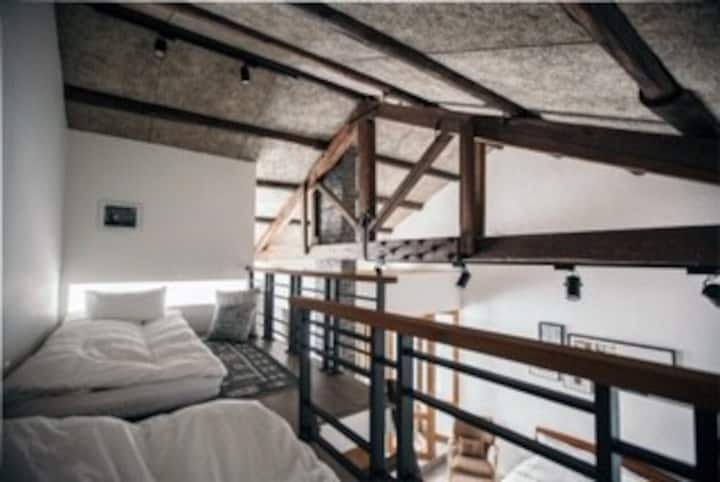 傳家Boutique loft in historic home❤️  LOFT挑高精緻/2-5位
