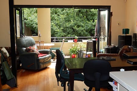 Friendly home near Newtown - Erskineville - Townhouse